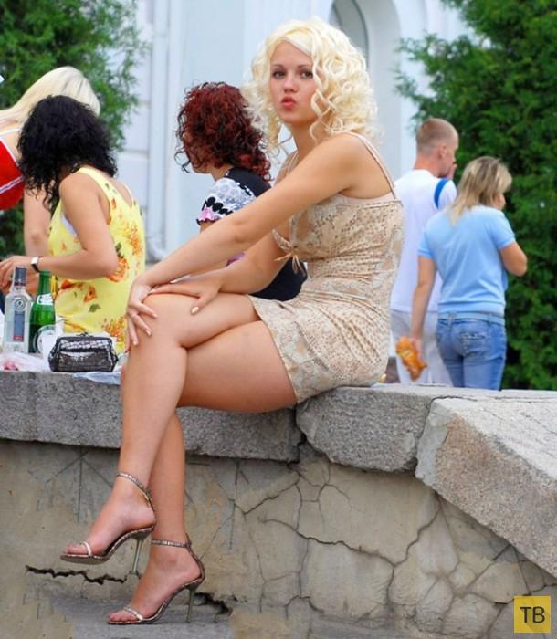 tetya-v-chulkah-razdvigaet-nogi
