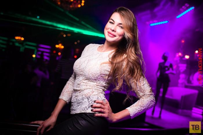 Девушка в дорогом клубе