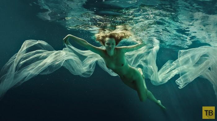 ню фото под водой