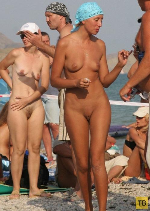 ofigennie-devushka-na-nudistskom-plyazhe