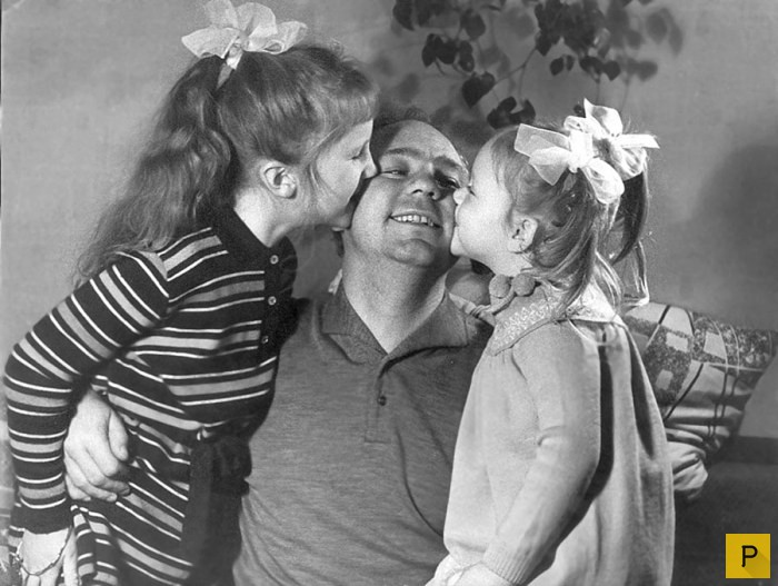 Архивные фотографии - знаменитости в кругу семьи (27 фото)