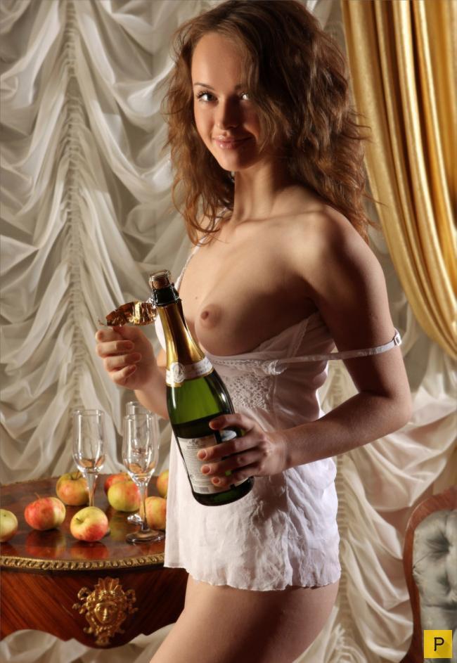 kostyumi-glamurnie-eroticheskie-neobichnie-obraz-malvini