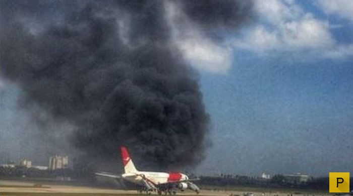Пассажирский самолет Boeing 767 загорелся на взлетной полосе во Флориде (4 фото)