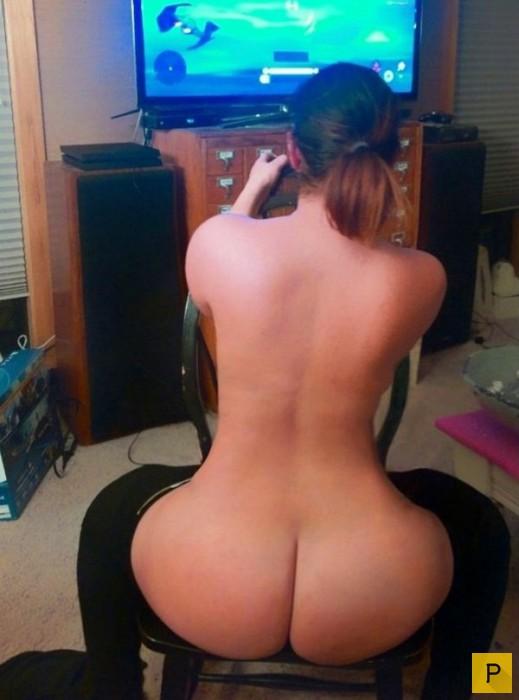 Голая девушка геймер фото