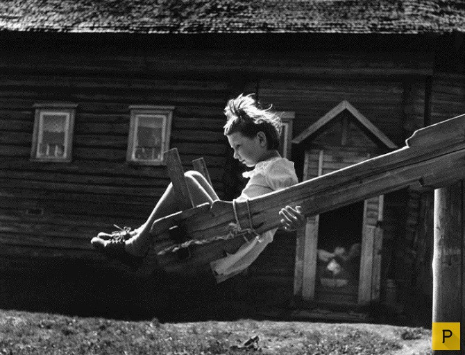 Девочка на качели фото