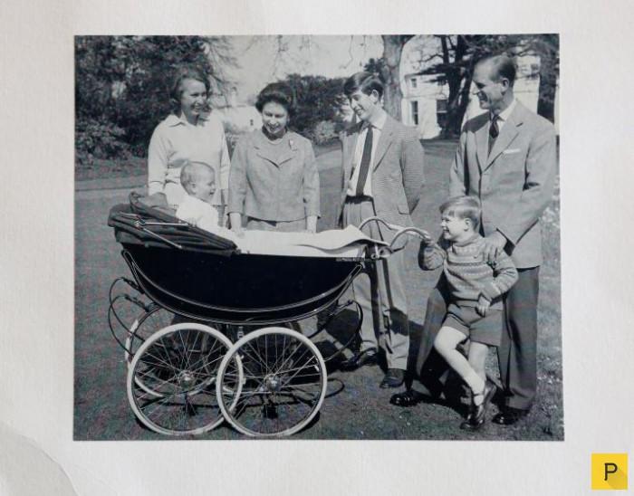 Ежегодние рождественские открытки от королевского семейства Великобритании (13 фото)