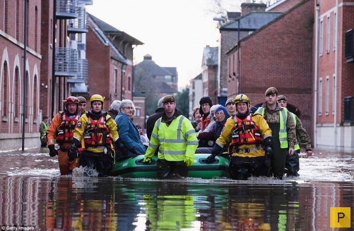 Наводнение в Великобритании (18 фото)