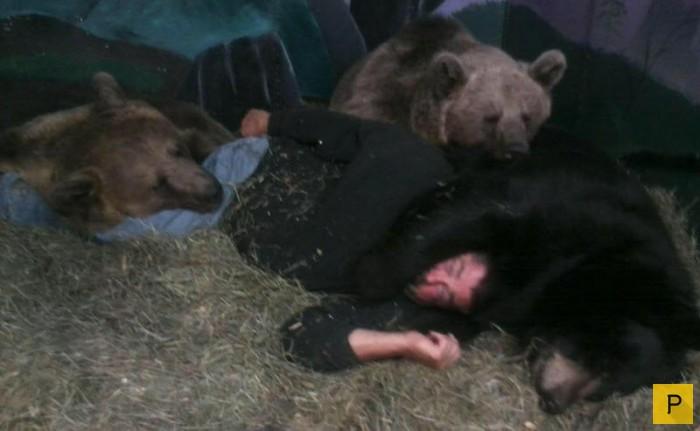 Американец Джим Ковальчик со своим другом - 700-килограммовым  медведем (6 фото)