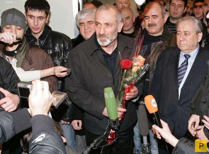 Виталий Калоев - жизнь после трагедии (9 фото)