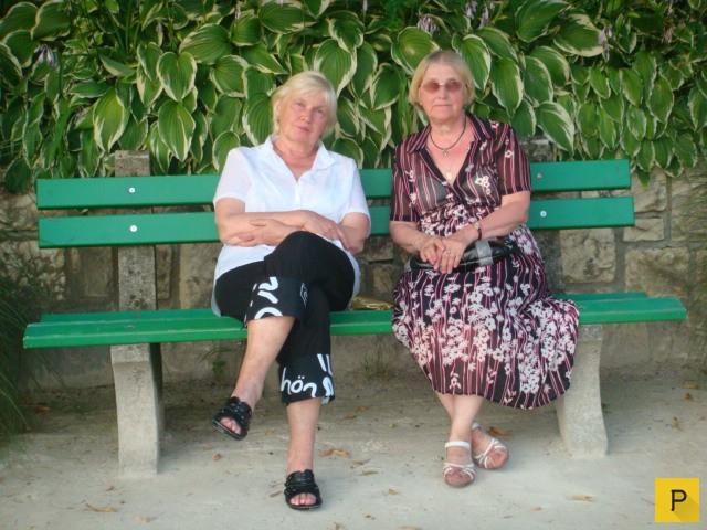 фото под юбкой у бабушки