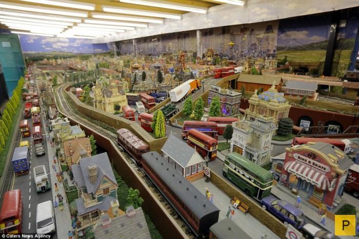 Невероятная модель железной дороги, собранная британским пенсионером (12 фото)