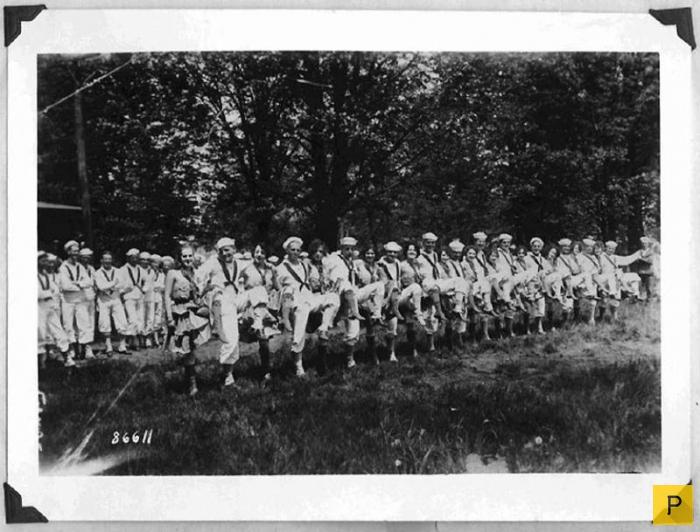 Солдаты развлекаются с парнями фото 65-427