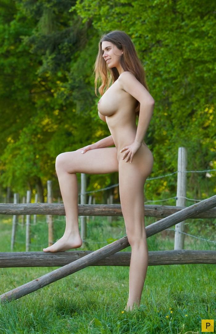 деревенские девушки голые фото