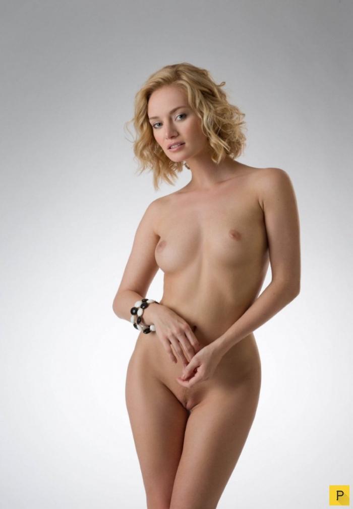 Голые стройные блондинки