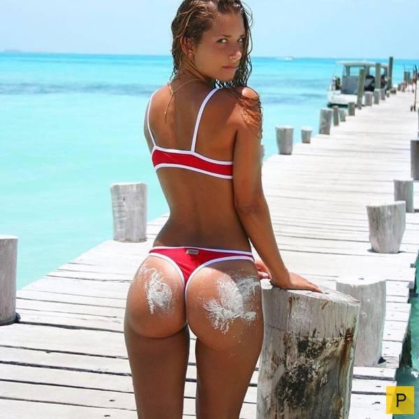 nayti-krasivie-popi-u-devushek-v-bikini