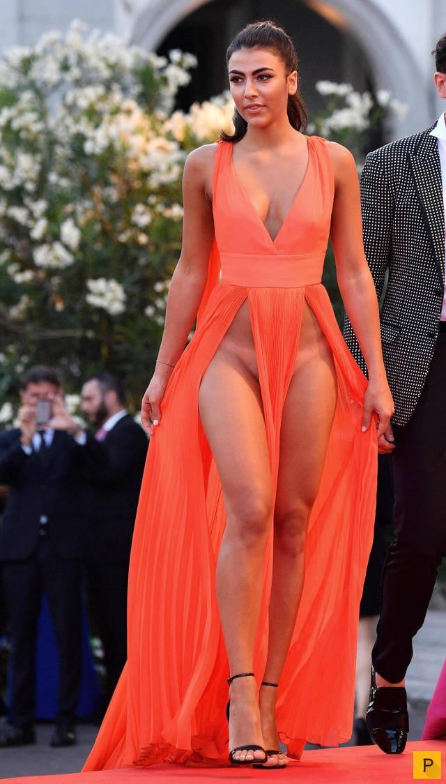 Фото прозрачное платье и без нижнего белья