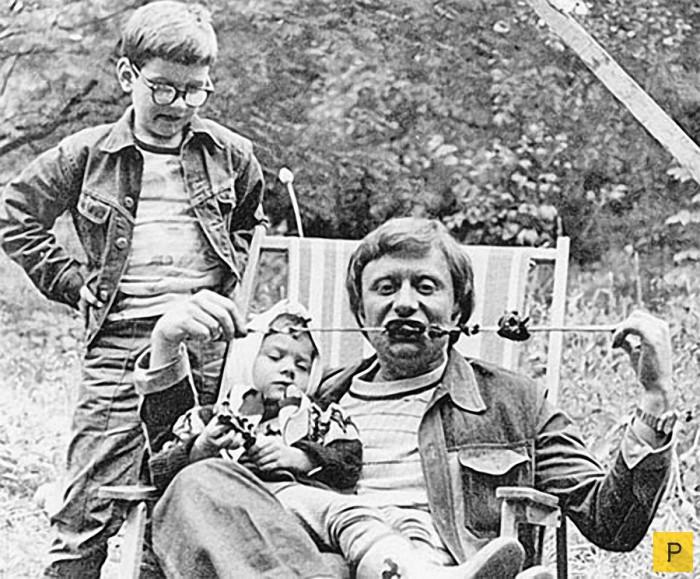 Интересные фотографии знаменитостей из домашних архивов (26 фото)