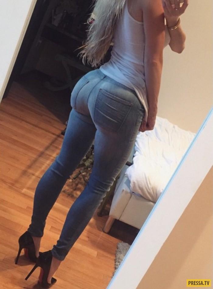 Секси попка в джинсах