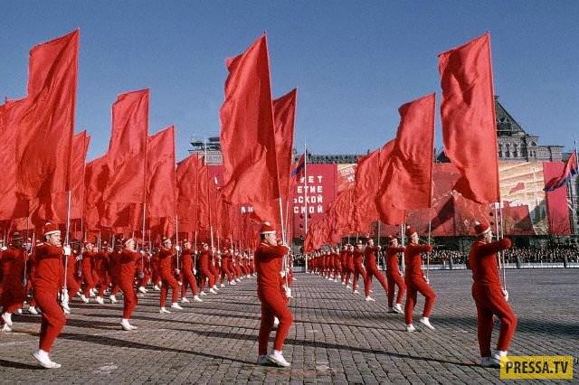 Товарищи, приглашаем вас отпраздновать 7 ноября!, да здравствует октябрьская революция!