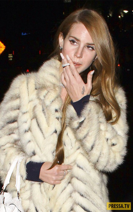 Звезды, которые никак не могут бросить курить (15 фото)
