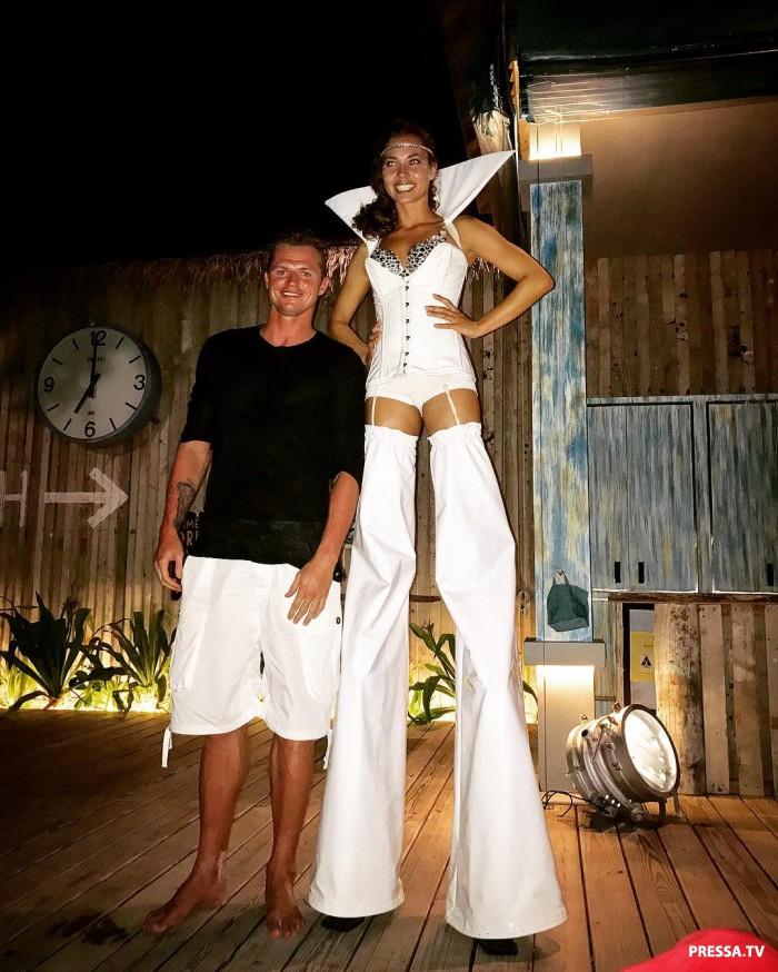 Муж Ольги Бузовой отдыхает на курорте в приятной компании (фото)