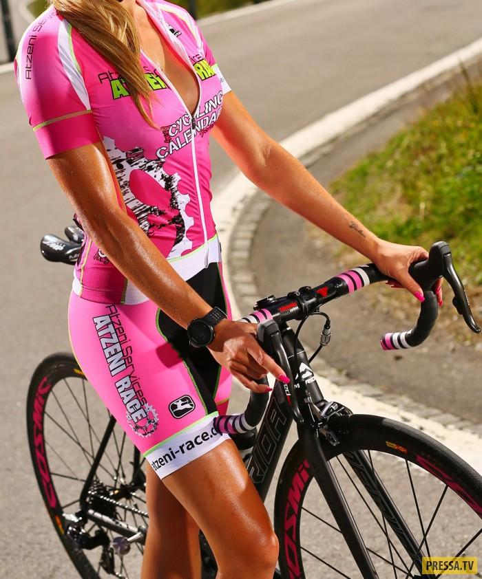 Сексуальные велосипедистки в календаре Sexy-Cycling Kalender Swiss - 2017 (8 фото)