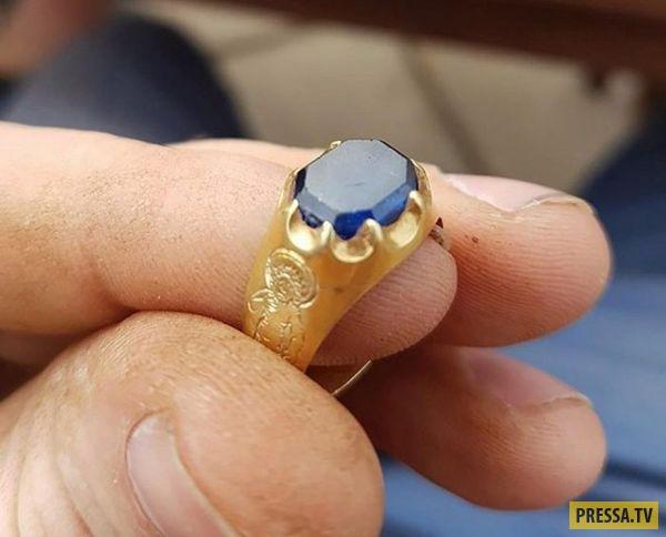 Кладоискатель нашел в Шервудском лесу кольцо Робин Гуда (4 фото)