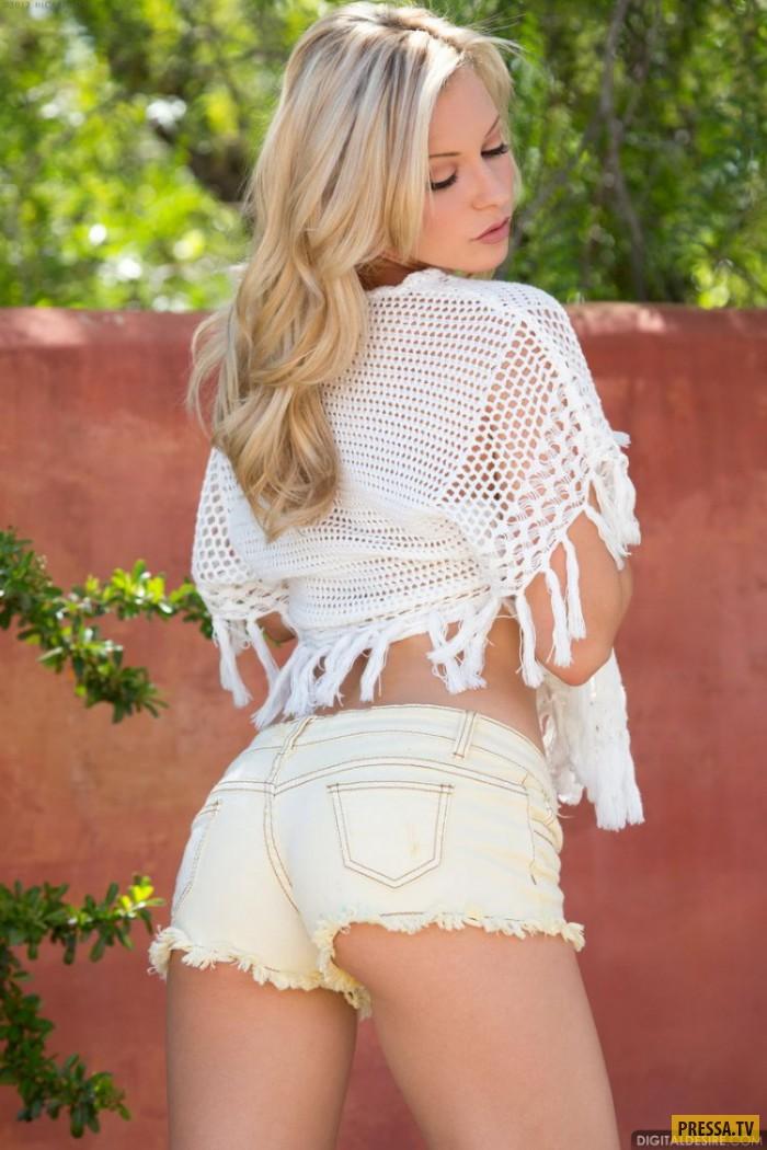 blondinka-v-rozovom-plate-porno
