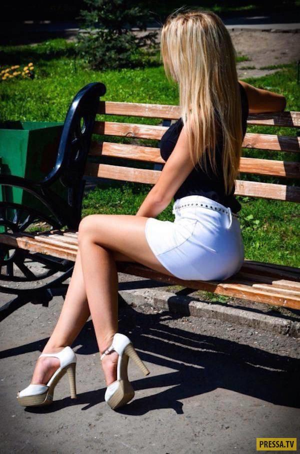 Девушки в коротких белых шортах (42 фото)