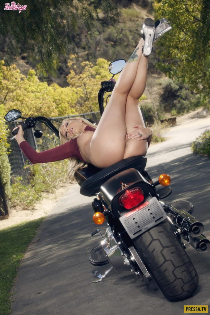 фото голой мотоциклистки