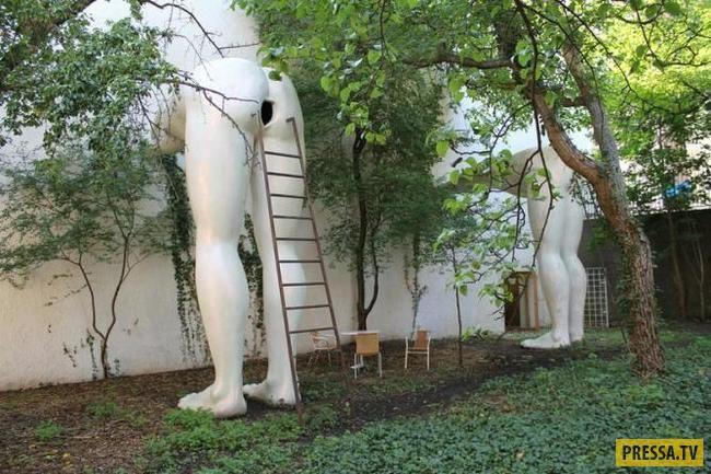 ТОП-10 нелепых и отвратительных статуй в мире (10 фото)