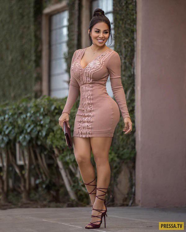Красотки в обтягивающих платьях (35 фото)
