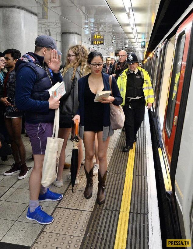 Флэшмоб «В метро без штанов» (20 фото)