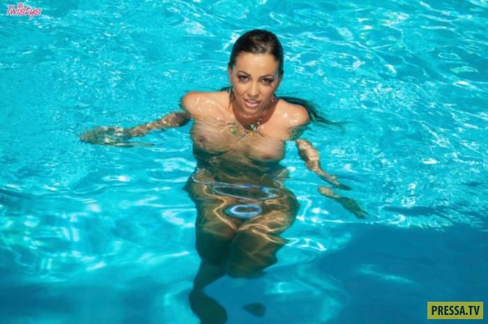 Загоревшая  Abigail Mac в бассейне (24 фото)