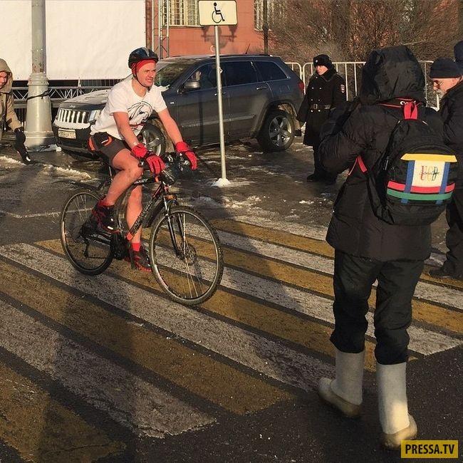 Велопарад в Москве при -36 градусов (8 фото)