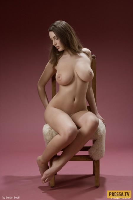 Девушка дня фото голая