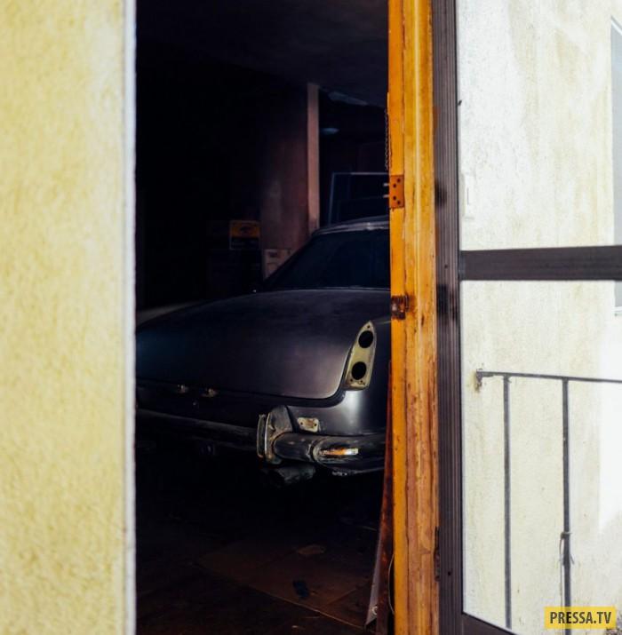 Опасаясь угона, американец спрятал машину в квартире (18 фото)