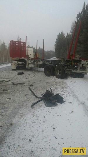 Столкновение лесовоза и автобуса в Иркутской области