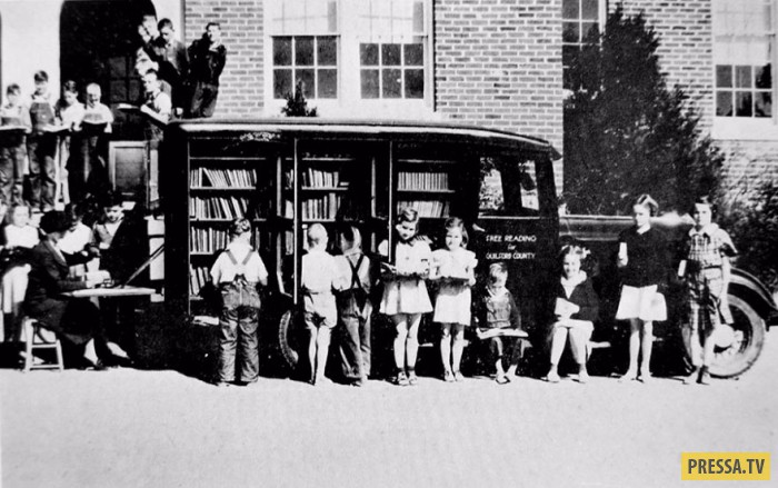 Библиотеки на колёсах начала ХХ века (15 фото)