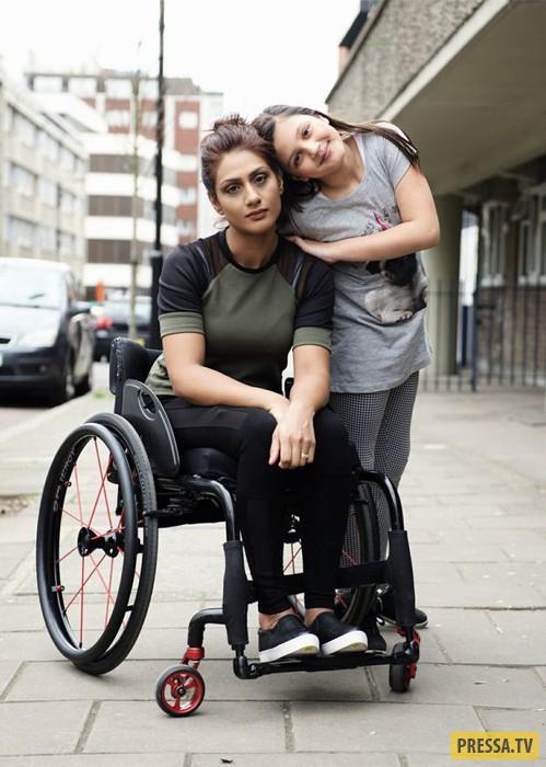Экзоскелет позволяет парализованной женщине ходить (7 фото)
