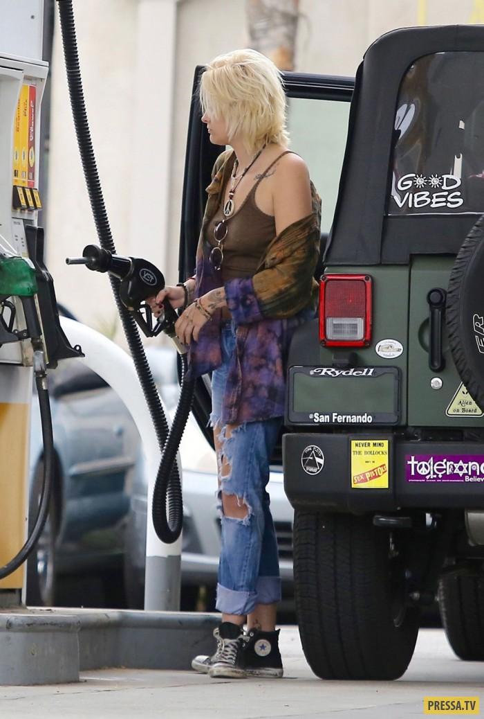 Белокурая дочь Майкла Джексона, Пэрис Джексон на автозаправке (17 фото)