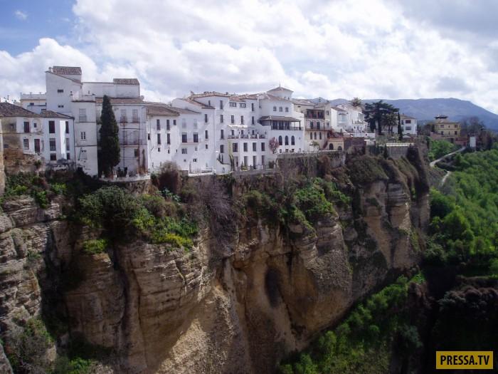 Город на краю пропасти в Испании (34 фото)