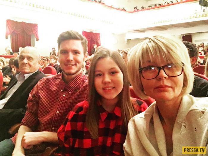 Юлия Меньшова вывела своих детей в свет (2 фото)
