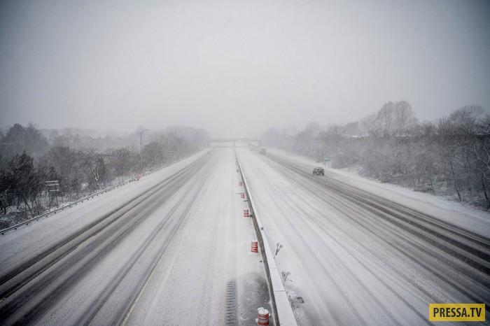 Занесённые снегом города в США (21 фото)