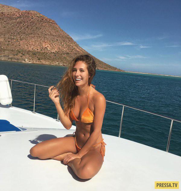 Привлекательные девушки позируют для селфи (33 фото)