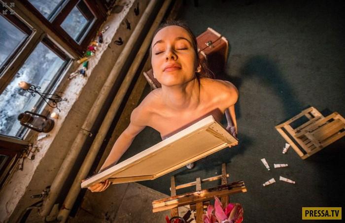 Красивая художница пишет картины своей грудью (32 фото)
