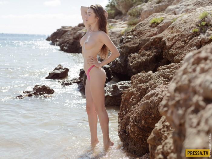 Стройная красавица Serena Wood в бикини (15 фото)