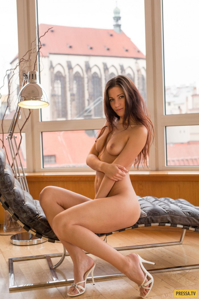 Худенькая девушка Luce с нежной грудью (19 фото)