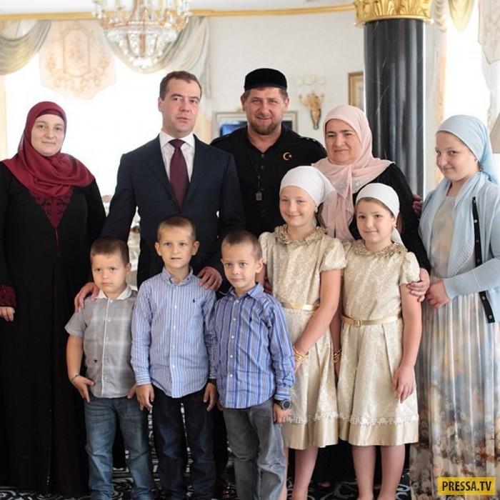 Дочери Рамзана Кадырова  приняли участие в детской фотосессии модной коллекции (6 фото)