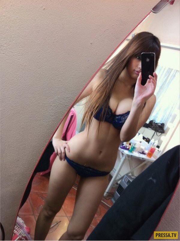 Зеркальные селфи молодых девушек  97774